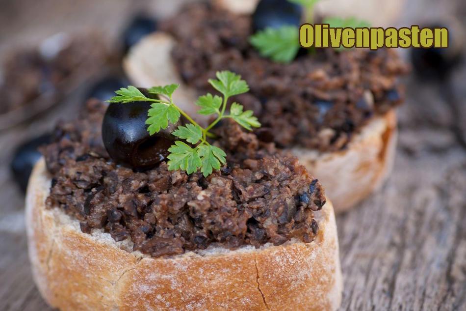 Verschiedene Olivenpasten aus grünen oder schwarzen Oliven ohne Salz, mit wenig Salz oder kräftig gewürzt